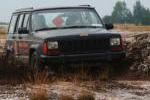Jeep fahrt durch die Lausitzer Landschaften